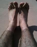 killar som rakar benen